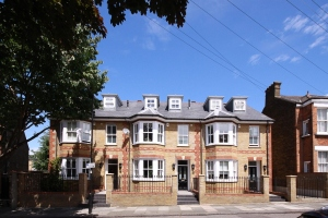 Four bedroom house to Rent - Clapham Old Town - Iveley road